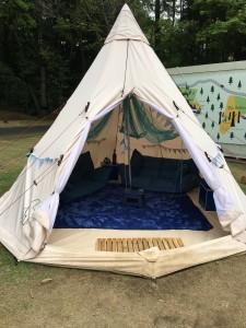 グランピングサイト テント